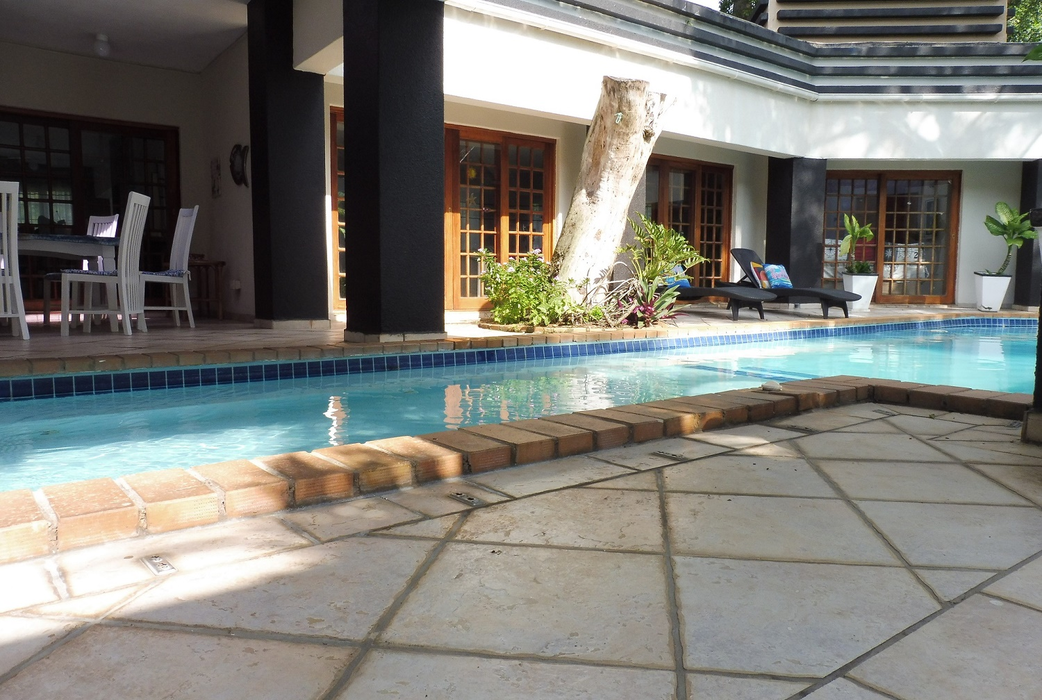 Holiday House-2 Pool