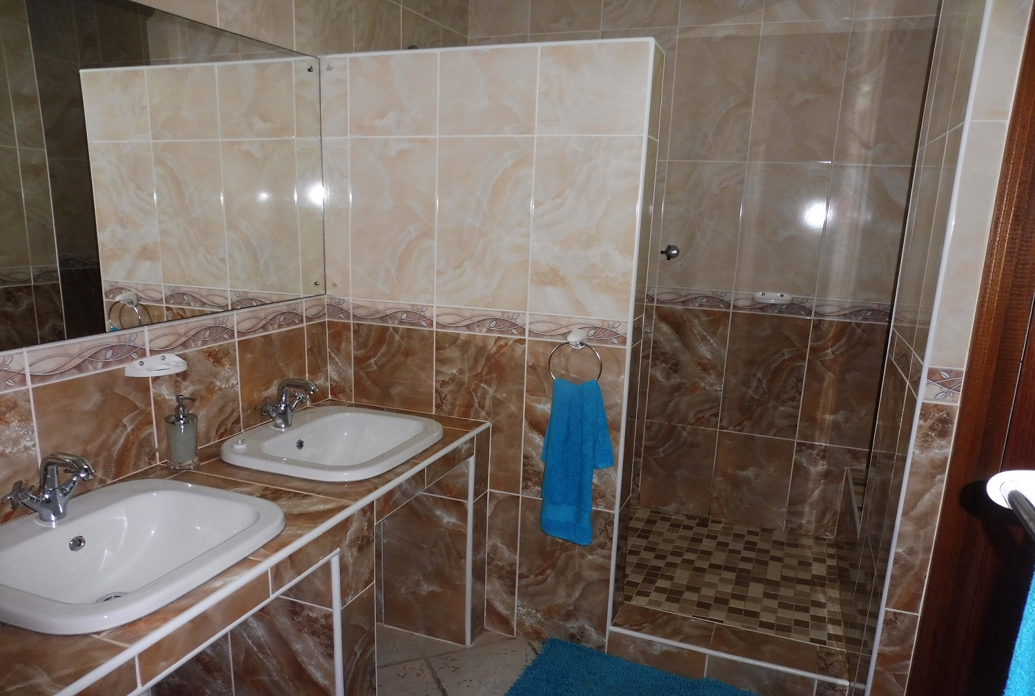 Holiday House-2 Bathroom
